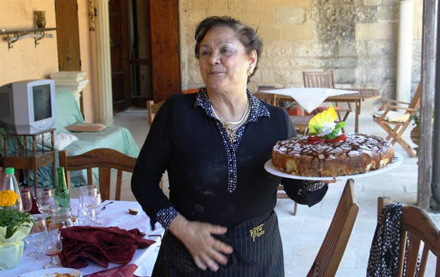 cake  puglia guided walking tour