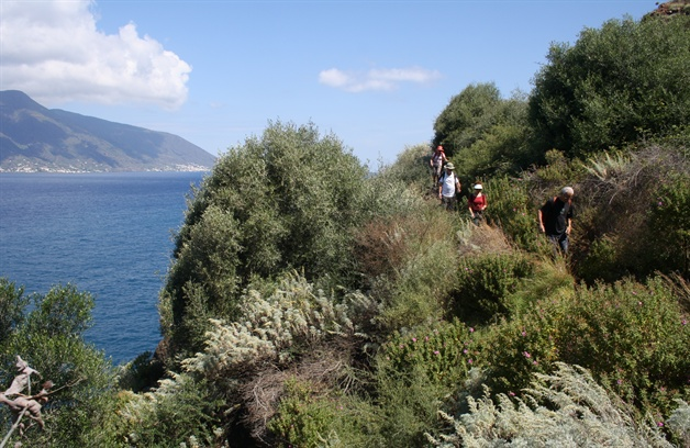 sicily walking tour lipari walk