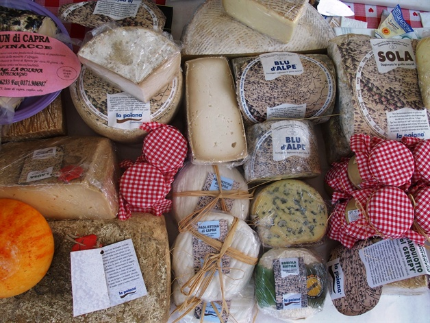walking in piedmont - local cheeses in the la morra markets