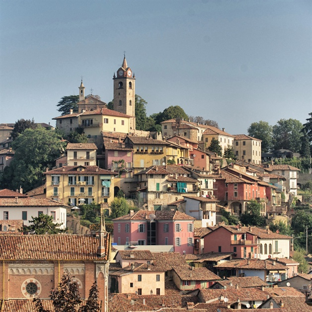 walking in piedmont - monforte town