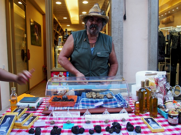 walking in piedmont - a truffle seller in alba